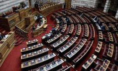 Υπερψηφίστηκε το νέο ασφαλιστικό - Καταργήθηκε η 13η σύνταξη