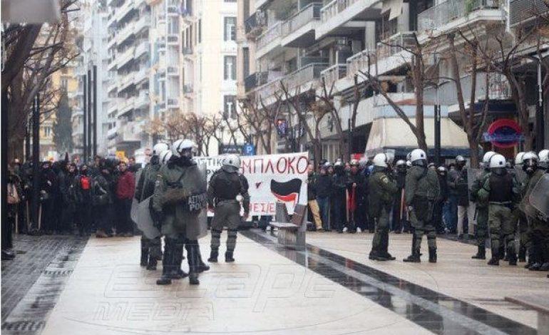 Αντιεξουσιαστές εναντίον εθνικιστικής συγκέντρωσης στη Θεσσαλονίκη