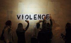 Οι γυναίκες καταγγέλλουν συνθηματικά την ενδοοικογενειακή βία στα φαρμακεία