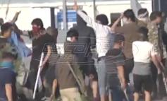 Εισβολείς με ρόπαλα στα χέρια – Λεηλατούν σπίτια και χωράφια Ελλήνων – Εξοργιστικές εικόνες [Βίντεο]