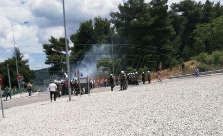 Μαλακάσα – Χημικά σε κατοίκους που διαμαρτύρονται για τους μετανάστες