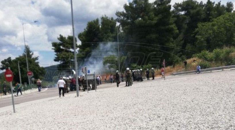 Μαλακάσα - Χημικά σε κατοίκους που διαμαρτύρονται για τους μετανάστες