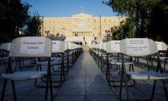 «Empty Chairs»: Η πλατεία Συντάγματος γέμισε με άδειες καρέκλες