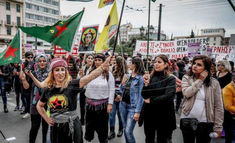 Πλήθος κόσμου στην πορεία για την Παγκόσμια Ημέρα της Γυναίκας