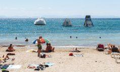Αυτοψία στις παραλίες της Αττικής: Πλήθος κόσμου αναζητά ανάσες δροσιάς εν μέσω καύσωνα